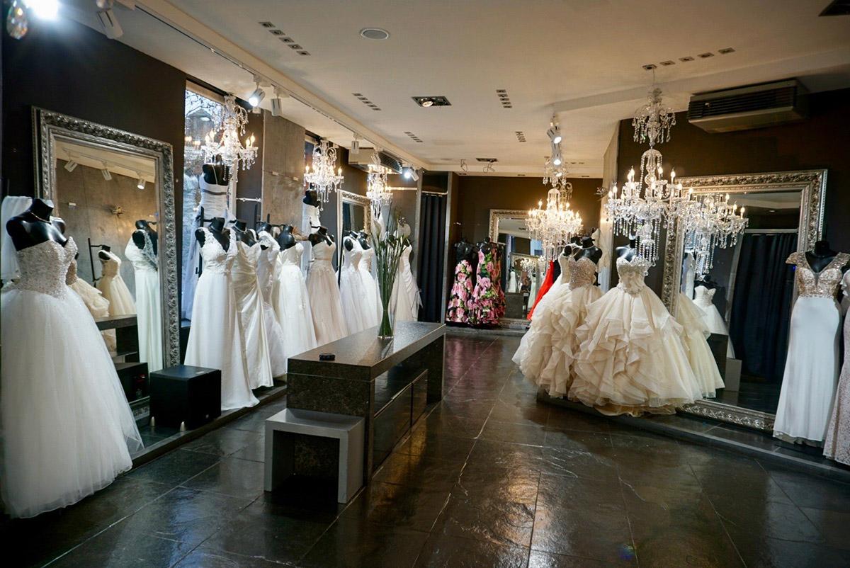 Etage pour les robes de mariées