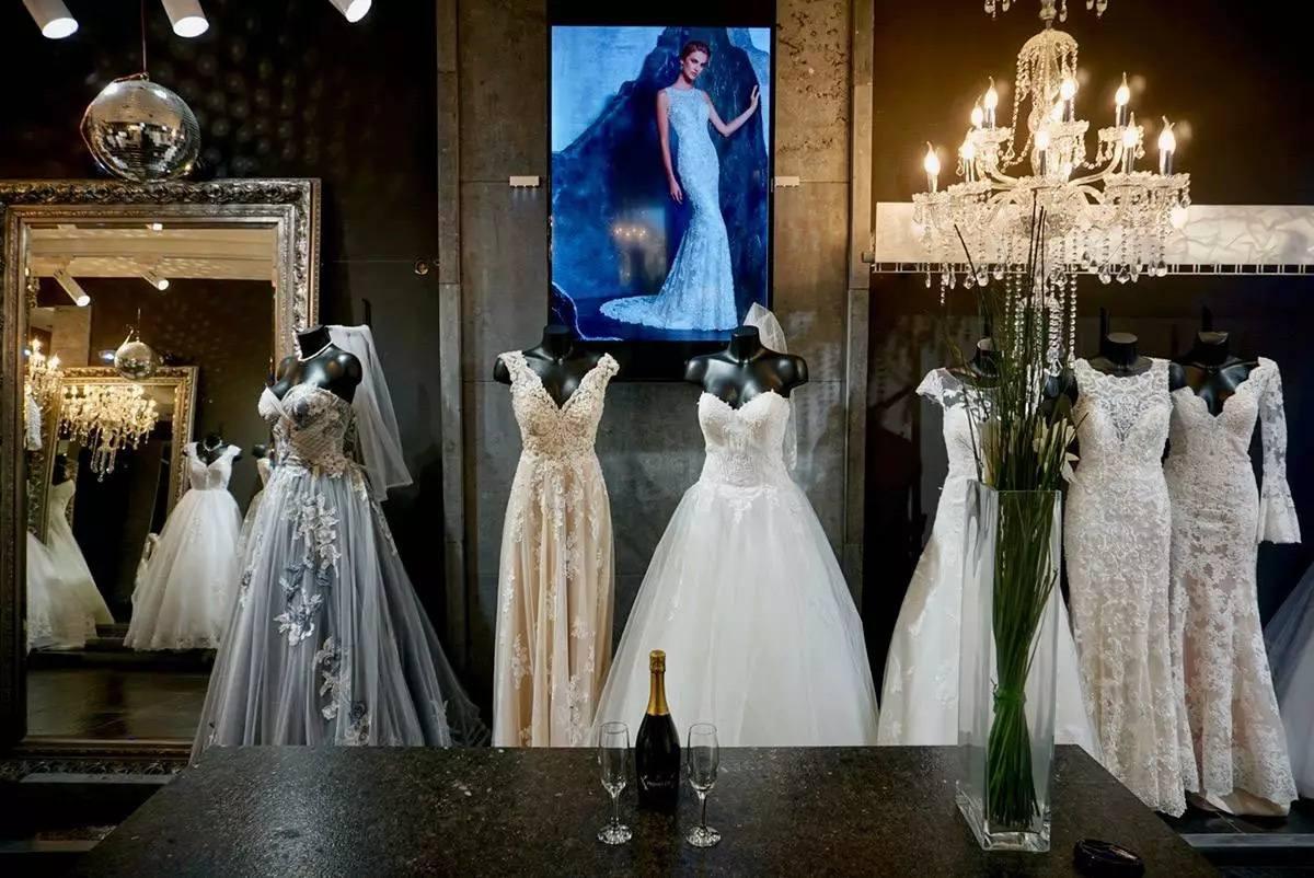 Robe de mariée en présentation